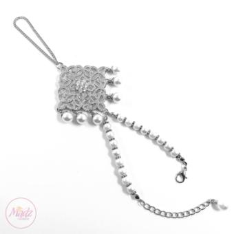 Madz Fashionz UK: Henna4u_Leicester Bridal Hand chain Slave Bracelet Kundan Silver 1