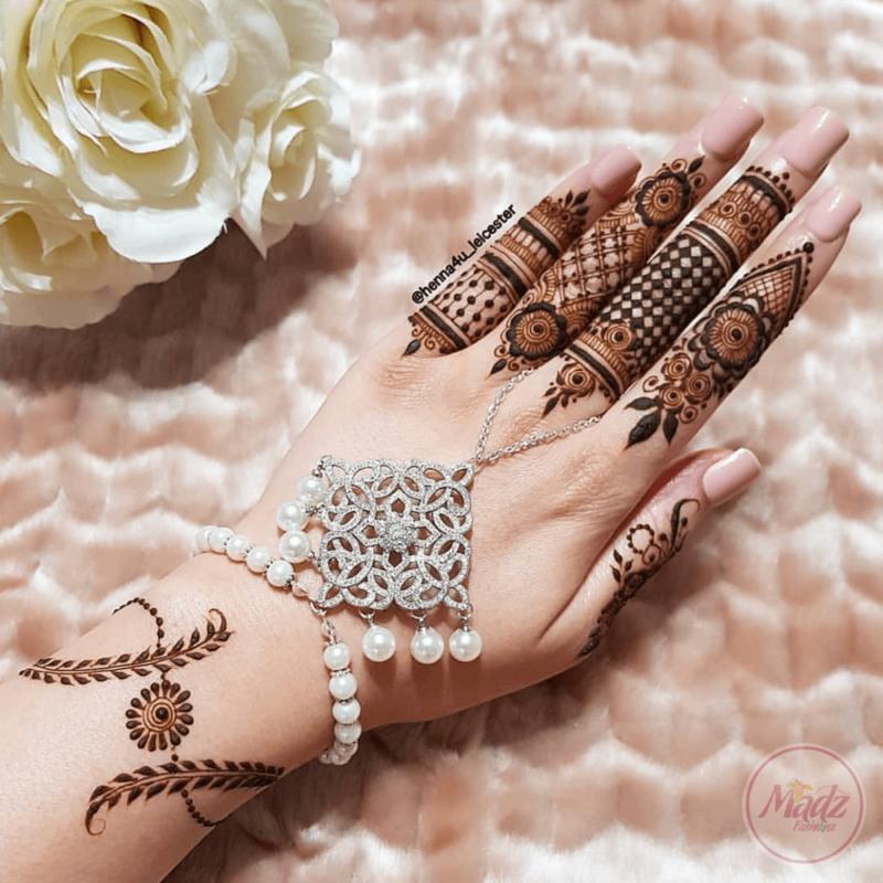 Madz Fashionz USA: Henna4u_Leicester Bridal Handchain Gold Silver