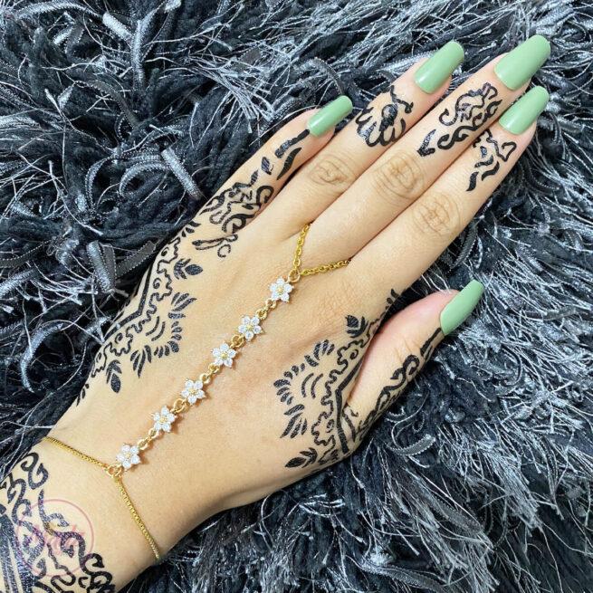 Gold White Hand Chain , Dainty Hand Jewelry , Finger Ring Bracelet , Ring Chain Bracelet , Hand Bracelet , Gold Bead Bracelet , Christmas Gift , Hand Ring Bracelet , Gold Crystal Chain Bracelet, Attach Ring Bracelet, Bridesmaid Gift , Waniya hand harness